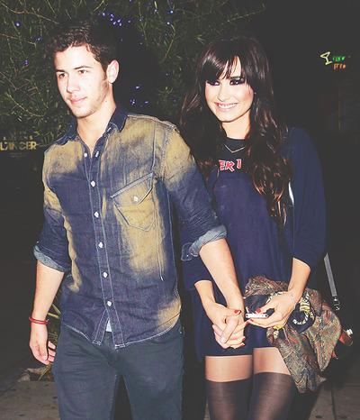 can   t imagine  they are so perfect          DNick Jonas Demi Lovato 2013
